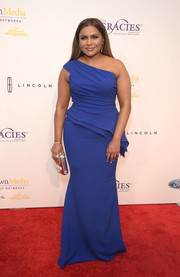 Mindy Kaling made a very elegant choice with this cobalt peplum one-shoulder gown by Elizabeth Kennedy for her Gracie Awards look.