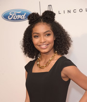 Yara Shahidi wore her hair in tight curls with twin buns at the top during the Gracie Awards.