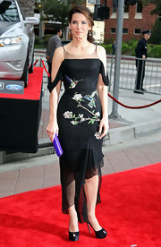 Sandra Bullock accentuated the purple embroidery of her black dress with a matching suede clutch.