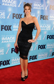 Sofia Vergara paired her sizzling strapless dress with black satin platform peep toes.