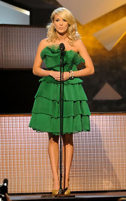 On stage at the CMA Awards, Carrie donned a kelly green dress with tiered detailing.