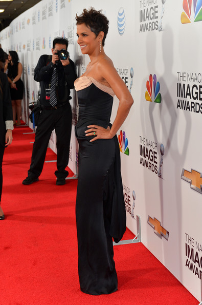 More Pics of Halle Berry Spiked Hair (4 of 39) - Short Hairstyles Lookbook - StyleBistro