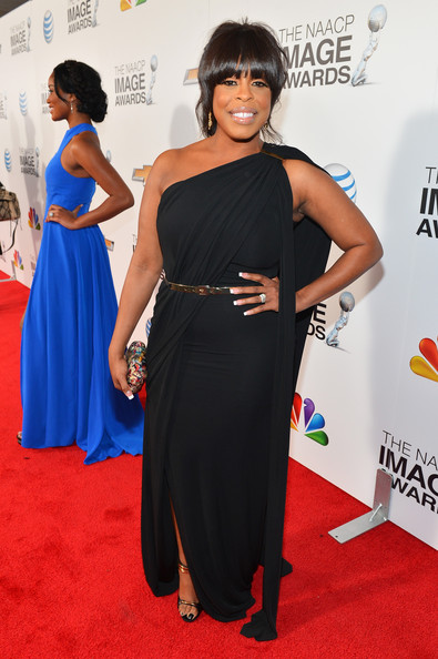 http://www4.pictures.stylebistro.com/gi/44th+NAACP+Image+Awards+Red+Carpet+X96IDtUqUmbl.jpg