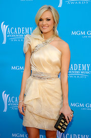 Carrie completed her winning look with a Swarovski studded clutch.