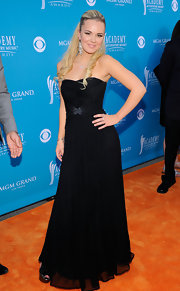 Cheyenne showed off a black strapless gown on the orange carpet. Her dress wasn't the worst, but it was lacking a bit of pizazz.