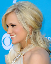 Carrie always manages to look amazing on the red carpet and she looked particularly beautiful in her up-swept half-up half-down hairdo'.