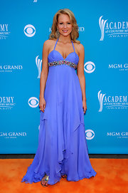 Singer Jewel showed off her elegant side while attending the Country Music Awards. The violet color was a great hue for her bronzed skin.