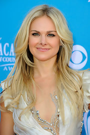 Laura Bell Bundy stuck with a no fuss look for the Academy Country Awards. Her blonde locks were flawless and polished to perfection.