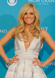 Carrie Underwood topped off her look with loose blond curls.