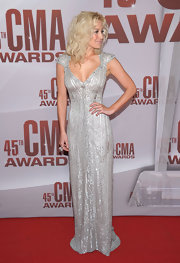 Kellie Pickler attended the 45th Annual CMA Awards wearing a silver crystal Poem ring.