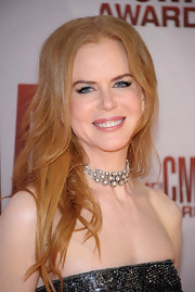 Nicole Kidman attended the 45th Annual CMA Awards wearing a 1930's diamond and platinum floral tiered choker