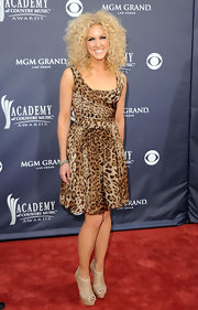 Kimberly Schlapman teamed her leopard print dress with nude cutout ankle booties.