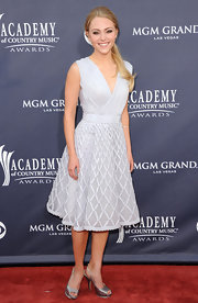 Annasophia Robb teamed her lovely ladylike dress with silver platform slingbacks.