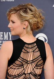Jennifer Nettles pulled her highlighted tresses up in a tousled updo which accented her netted back detailing.
