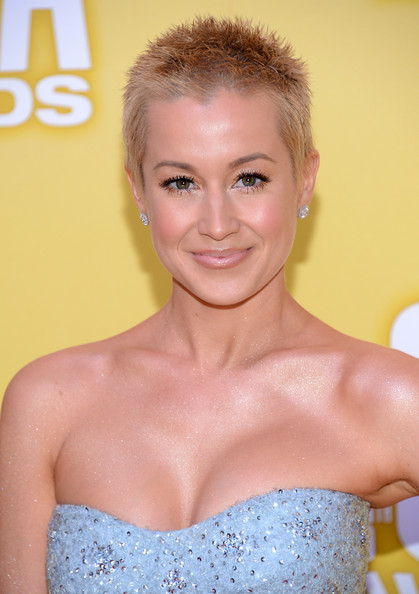 More Pics of Kellie Pickler Strapless Dress (4 of 6) - Kellie Pickler Lookbook - StyleBistro