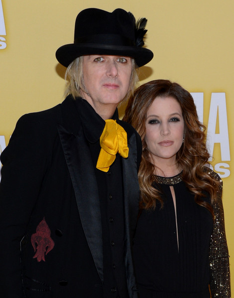 Michael looked steampunk in his black feathered hat at the CMA Awards.