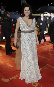 This dress exuded a classic energy on Christine Neubauer. The plunging neckline and the lace was simply stunning on her!
