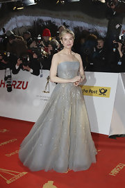 Renee looked like a modern day princess at the Golden Camera Awards in a silver streaked soft blue tulle ball gown.