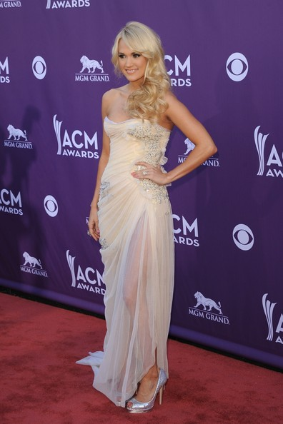 More Pics of Carrie Underwood Strapless Dress (3 of 22) - Carrie Underwood Lookbook - StyleBistro