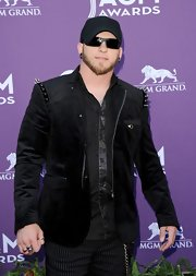 Shoulder spikes amped up the edginess of Brantley Gilbert's black velvet blazer.