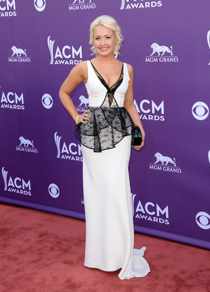 Meghan Linsey had us seeing black and white when she chose this column-style gown that featured a lace peplum top and straight skirt with just a touch of a train.