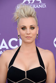 Kaley Cuoco may have opted for bold hair and sultry eyes, but she kept her lips super subtle with a nude color.