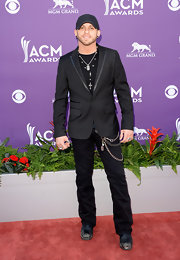 Brantley Gilbert kept his look cool and contemporary but still red carpet-ready with a sleek black blazer.