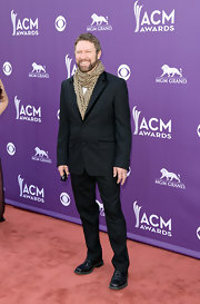 Craig Morgan added a checkered scarf to his classic suit for a slightly casual look at the ACMs.
