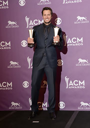 Luke Bryan looked cook and sophisticated in a three-piece suit at the ACMs.