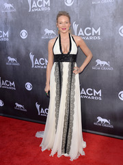Jewel looked va-va-voom at the ACM Awards in a cleavage-baring black-and-white halter gown from the Edition by Georges Chakra collection.