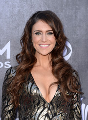 Kelleigh Bannen left her long hair loose with beachy waves when she attended the ACM Awards.