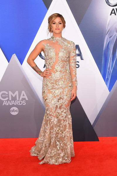 Cassadee Pope channeled Beyonce in an asymmetrical, sheer mermaid gown at the CMA Awards.