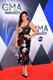 Hillary Scott oozed sweetness at the CMA Awards in a ruffle-hem, rose-print dress by Dolce & Gabbana.