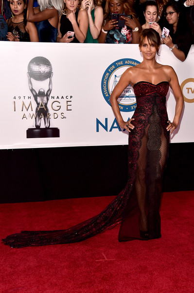 Halle Berry made jaws drop with this super-daring strapless lace gown by Reem Acra at the 2018 NAACP Image Awards.
