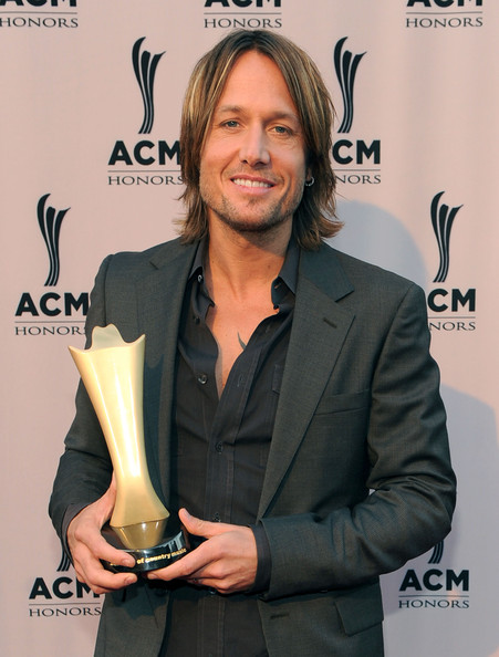 More Pics of Keith Urban Medium Layered Cut (1 of 15) - Medium Layered Cut Lookbook - StyleBistro
