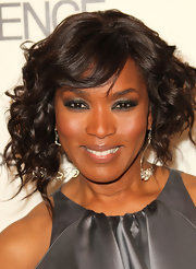 Angela Bassett added a dash of sass to her natural look with a smoldering smoky eye.