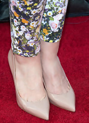 Jayma Mays kept her footwear rather basic with these nude pumps.
