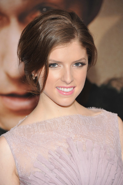 More Pics of Anna Kendrick Dangling Diamond Earrings (4 of 7) - Anna Kendrick Lookbook - StyleBistro
