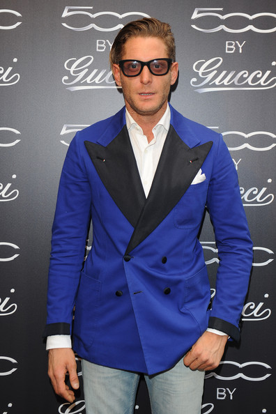 Lapo Elkann dressed up his faded jeans with a smart-looking double-breasted blue blazer featuring black lapels and cuffs.
