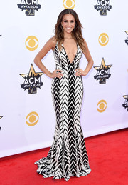Jana Kramer brought plenty of sex appeal to the Academy of Country Music Awards in a deep-V, curve-hugging Jay Godfrey gown rendered in zigzag-patterned sequins.
