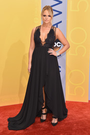 Miranda Lambert amped up the edge factor with a pair of strappy, chain-embellished pumps.