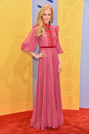 Nicole Kidman looked sweet and glam in a floor-length, pleated shirtdress by Gucci at the CMA Awards.