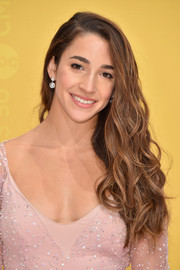 Aly Raisman wore her long waves glamorously swept to the side when she attended the CMA Awards.