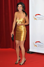 Jessica looked radiant in a metallic cocktail dress with two-toned, strappy slingbacks.