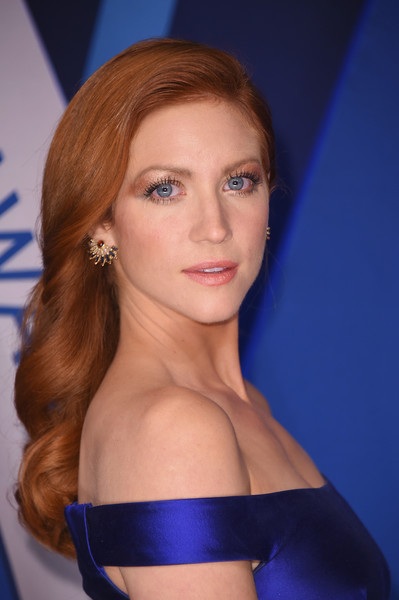 Brittany Snow attended the 2017 CMA Awards wearing her hair in perfectly sweet curls.