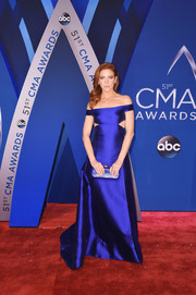 Brittany Snow went for trendy glamour in a royal-blue off-the-shoulder cutout gown at the 2017 CMA Awards.