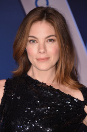 Michelle Monaghan attended the 2017 CMA Awards wearing her hair in a flippy layered cut.