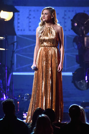 Kelsea Ballerini radiated onstage in a gold lamé halter gown at the 2017 CMA Awards.