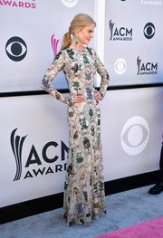 Nicole Kidman looked downright regal in an intricately beaded Alexander McQueen gown at the 2017 ACM Awards.