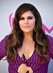 Hillary Scott looked gorgeous with her long wavy hair at the 2017 ACM Awards.